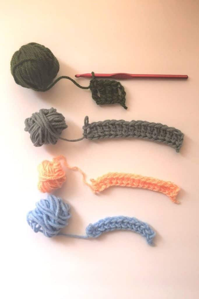 Foundation Crochet Examples with Yarn